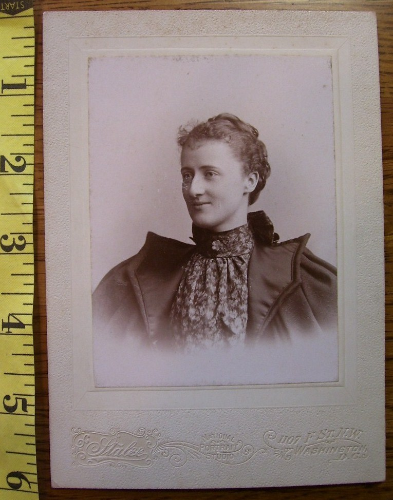 CABINET CARD PHOTO PRETTY LADY NICE DRESS VIGNETTE STYLE! c. 1890-1910!