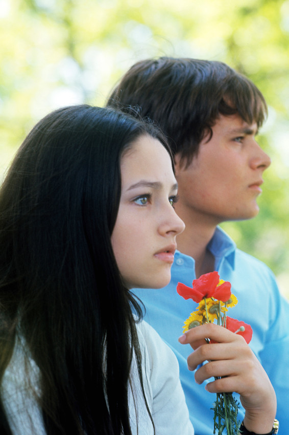 Primary image for Olivia Hussey in Romeo and Juliet Leonard Whiting holding flowers in profile 24x