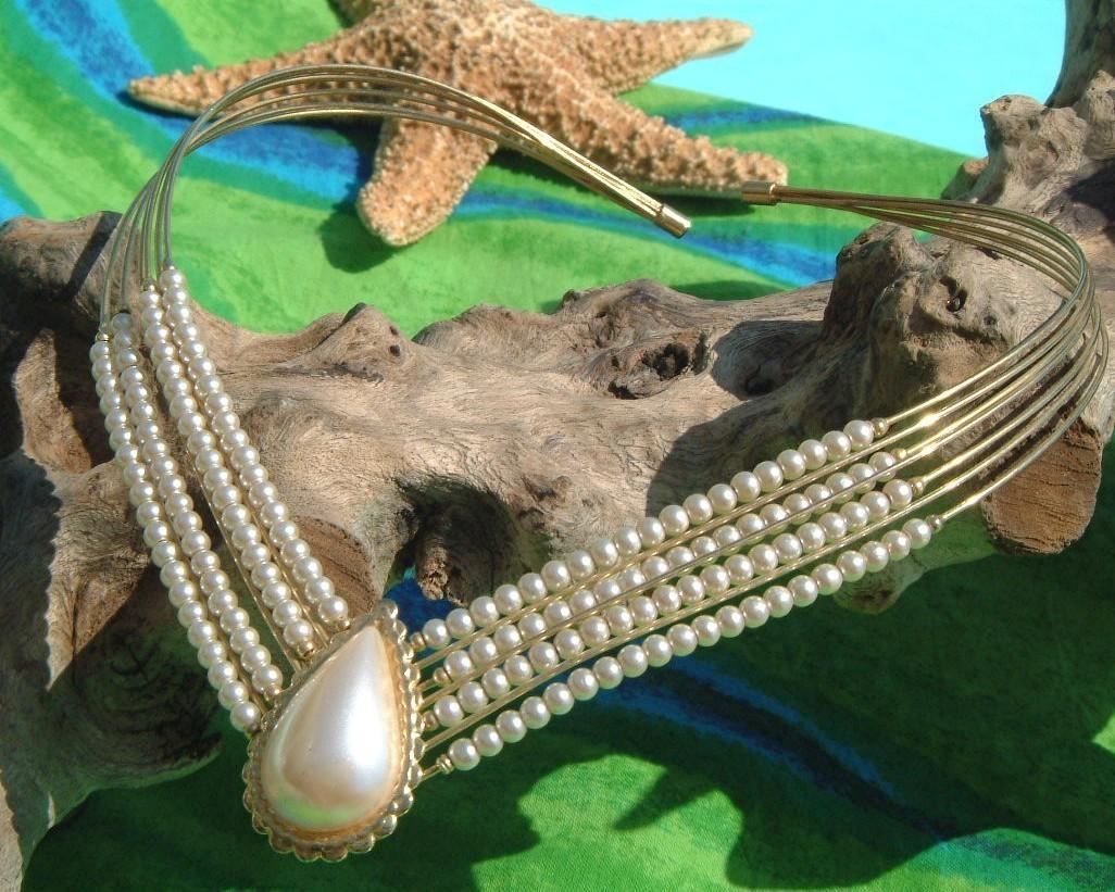 Vintage faux pearl teardrop choker necklace goldtone wire