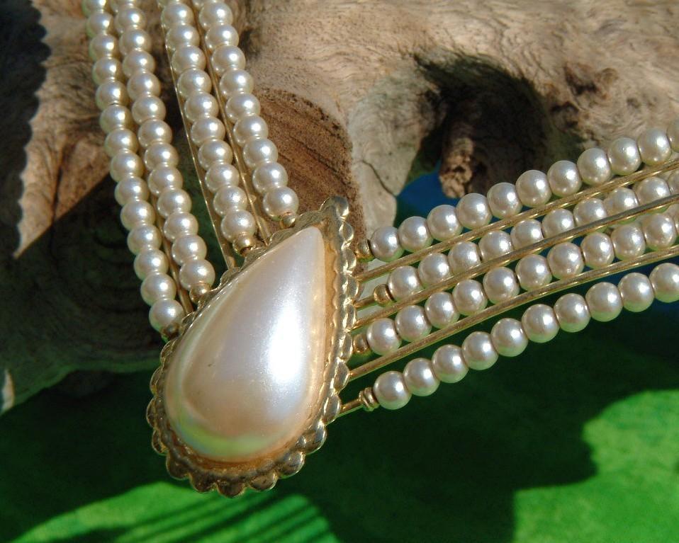 Vintage Faux Teardrop Pearl Choker Necklace Gold Wire Strand