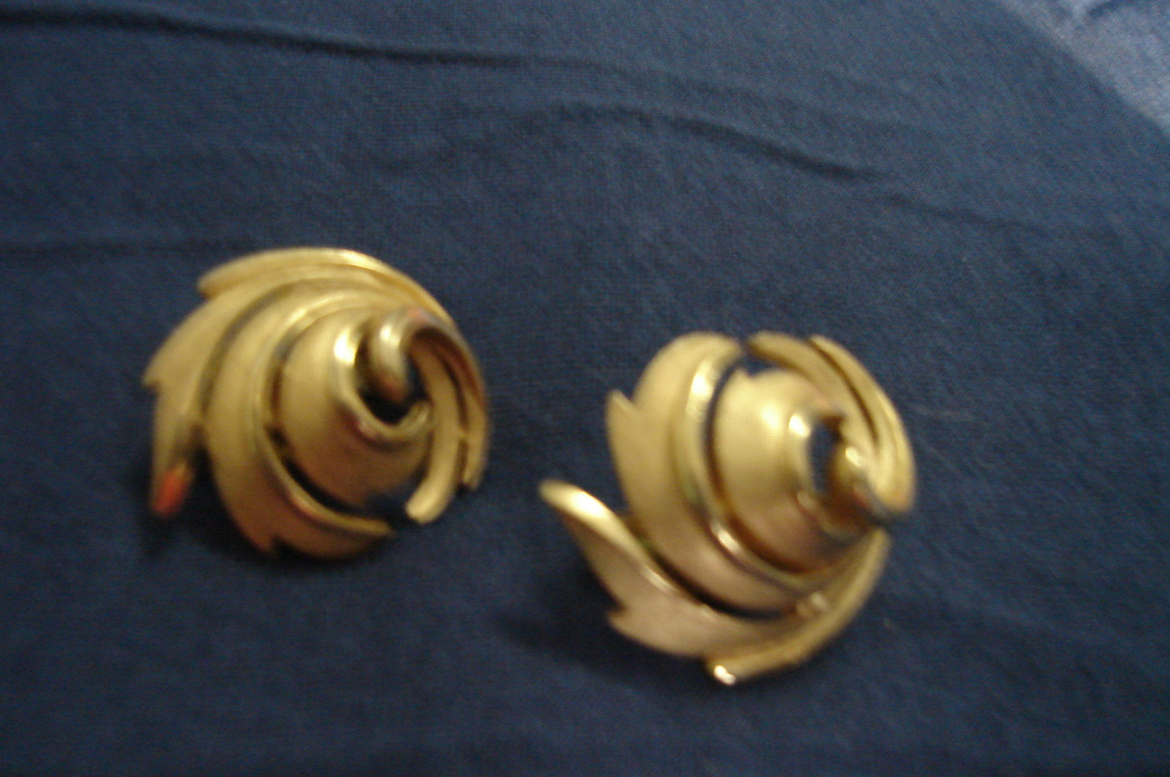 Primary image for Vintage Trifari Swirl Earrings