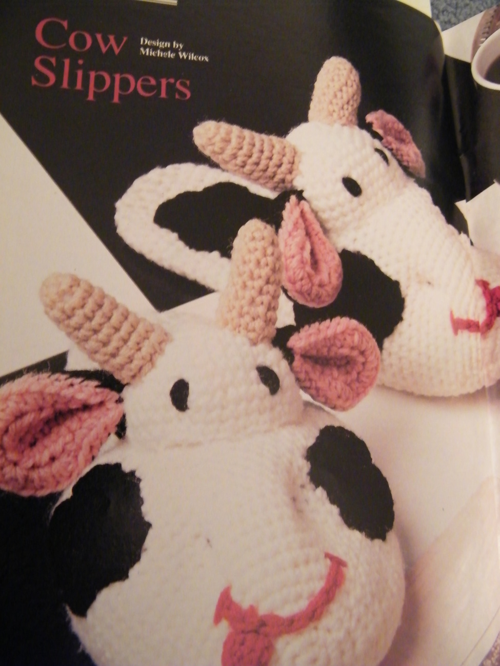COW SLIPPERS  BLACK & WHITE CROCHET PATTERN ANNIES ATTIC 1990 adorable