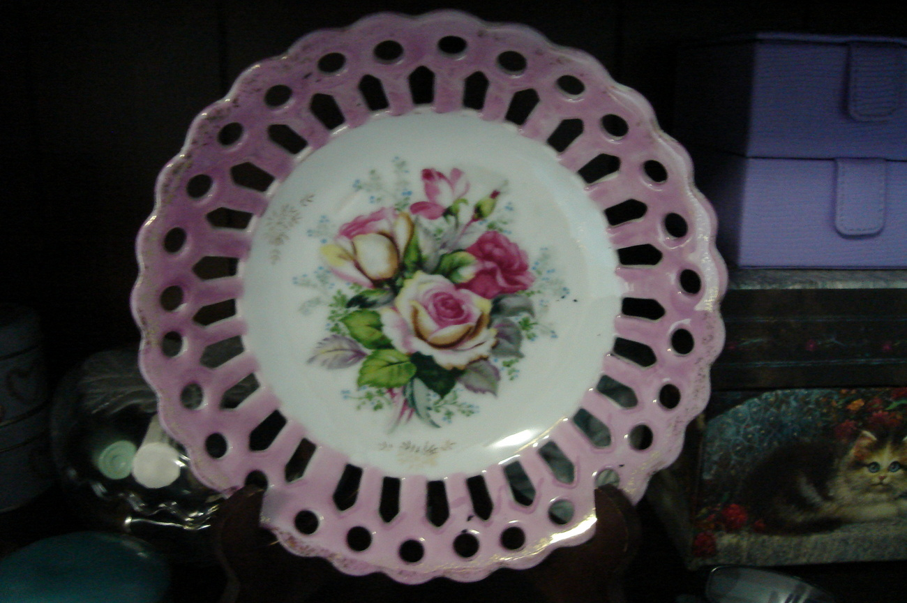 Beutiful Pink and White Rose Lace edged plate