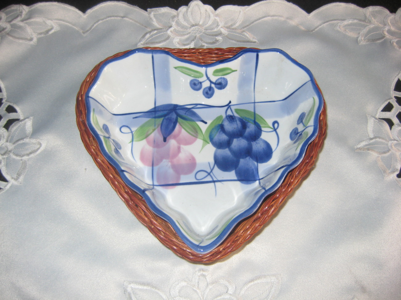 Primary image for Pretty Heart Shaped Dish with Basket