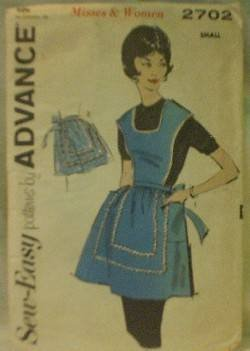 Vintage ADVANCE 2702 ~ APRON ~ Size Small - Cut and Complete
