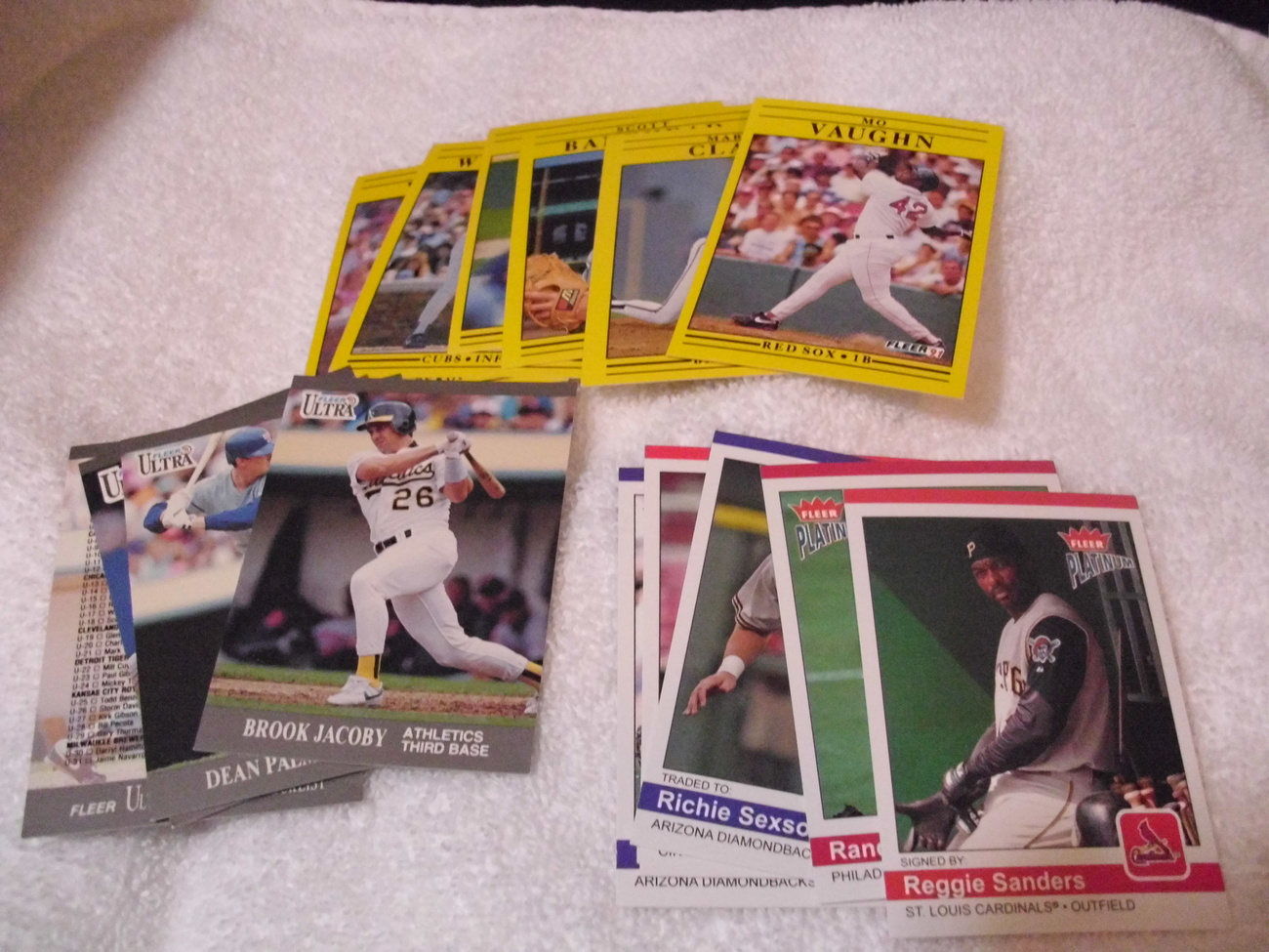 Fleer Major League Baseball Trading Cards (lot # 9 )