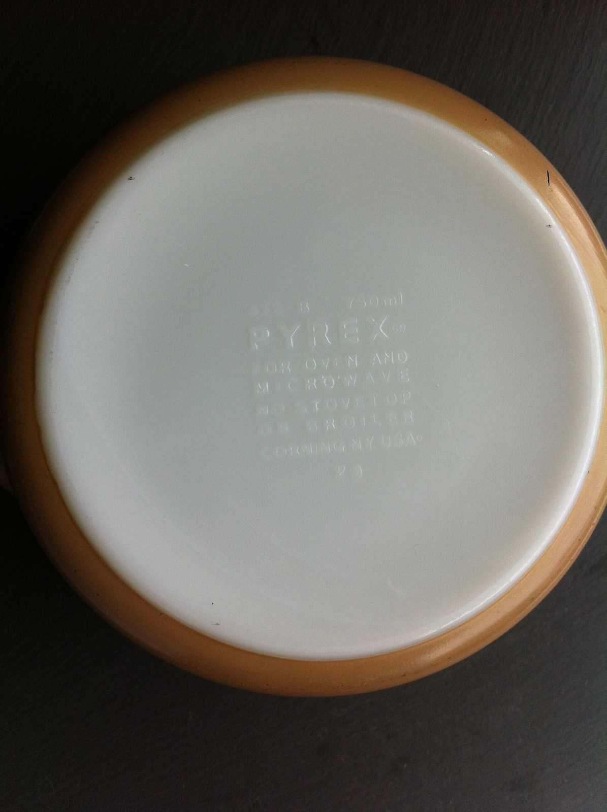 Vintage Pyrex Corning Woodland Tan 472 B Casserole Dish Retro Flowers~750 ml USA