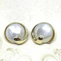 Vintage 70s Mother of Pearl Gold Tone Earrings Circle Clip Ons - $8.28