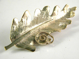 BSK Gold Tone Leaf Figural Brooch Vintage Jewelry Pin - $15.29