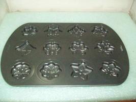 Wilton Snowflake Winter Non-stick Mini Cake Pan 12 Cavity Bakeware - $12.86