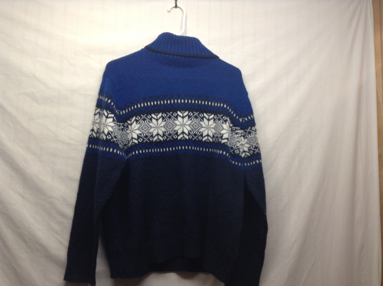 Carolyn Taylor Blue/Black Snowflake Print Knit Sweater