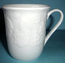 Wedgwood Strawberry and Vine Mug Set of 4 White Sculpted Bone China New - $218.90