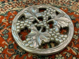"WILTON ARMETAL RWP PEWTER GRAPE LEAVES VINES TUSCANY TRIVET PLATE 8"" ROU... - $22.46"