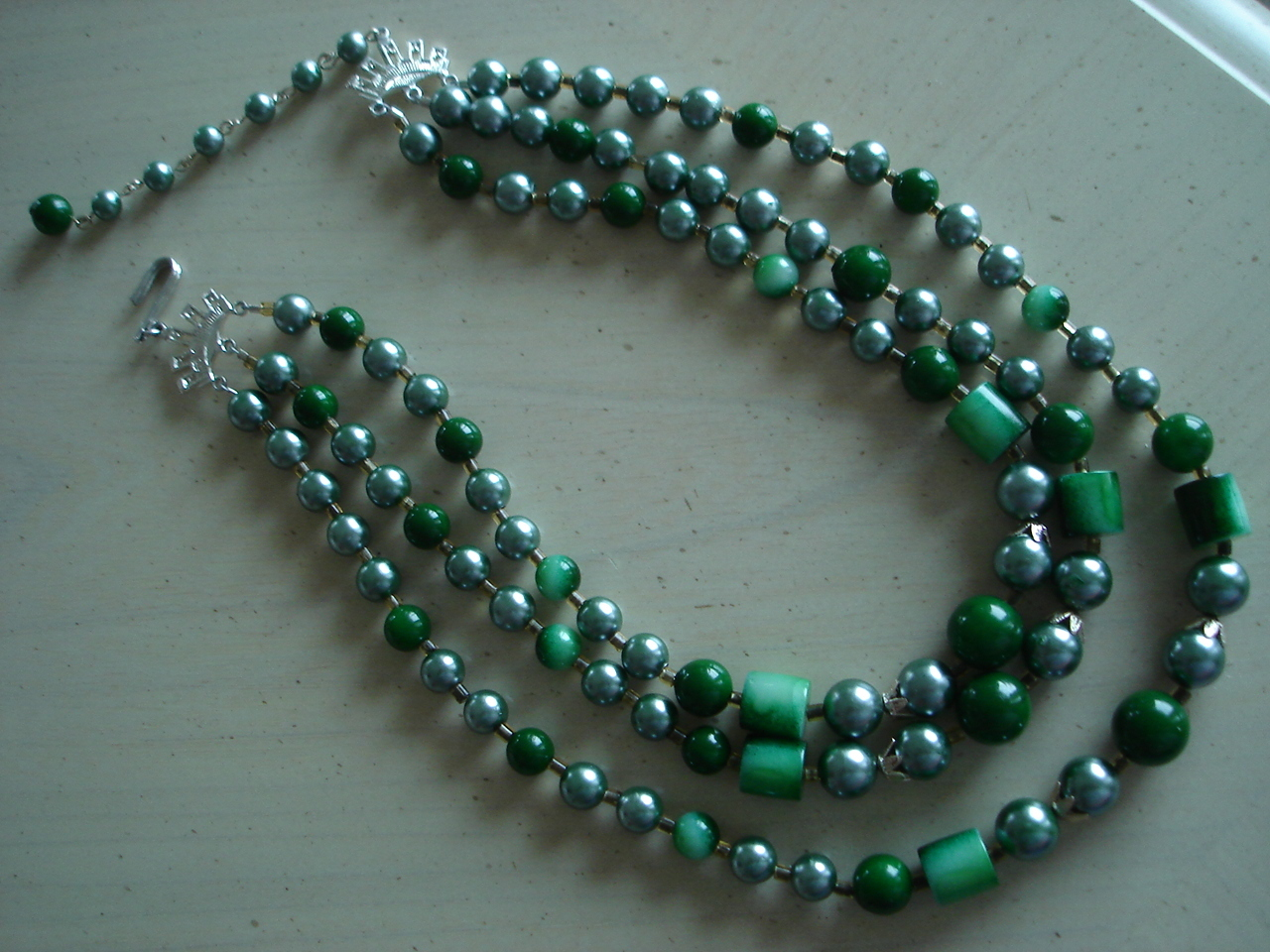 Vintage Green Beaded 3 Strand Necklace, Silvertone Ends
