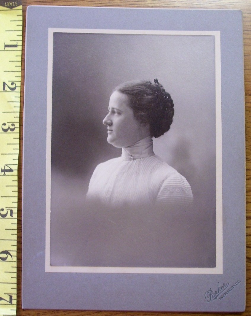 Primary image for Cabinet Card Nice Lady Vignette Style! c.1890-1910