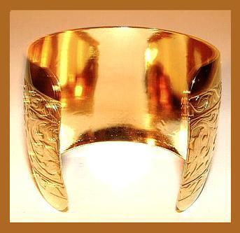 GOLD EGYPTIAN STYLE ENGRAVED CUFF BRACELET Size 7