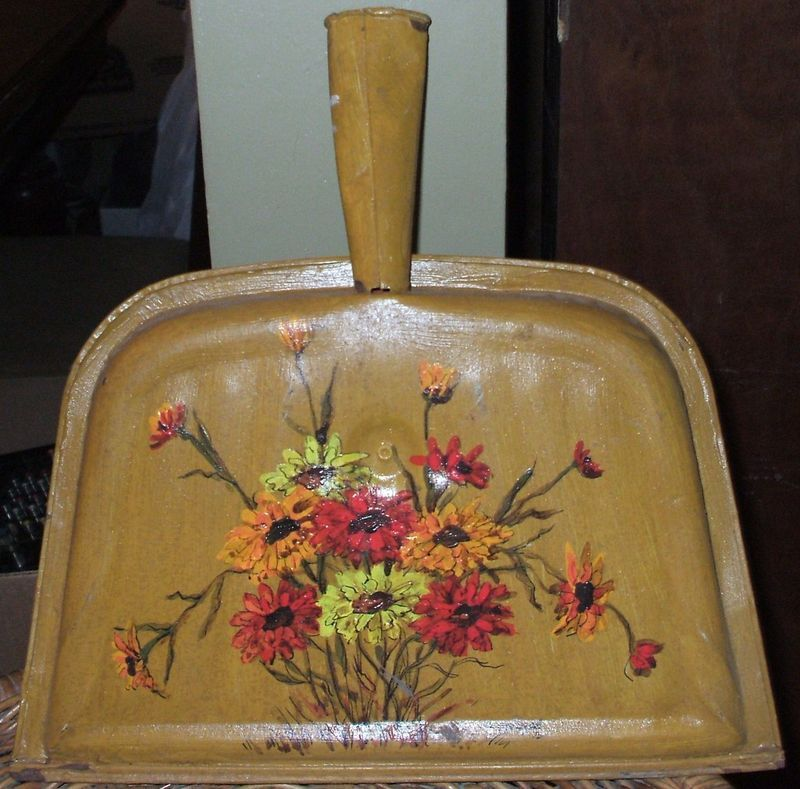 MILDRED FEAZEL Hand Painted DUSTPAN 1975