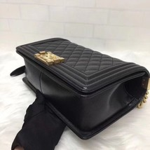 AUTH NEW CHANEL 2018 BLACK QUILTED CAVIAR LEATHER MEDIUM BOY FLAP BAG GHW image 7