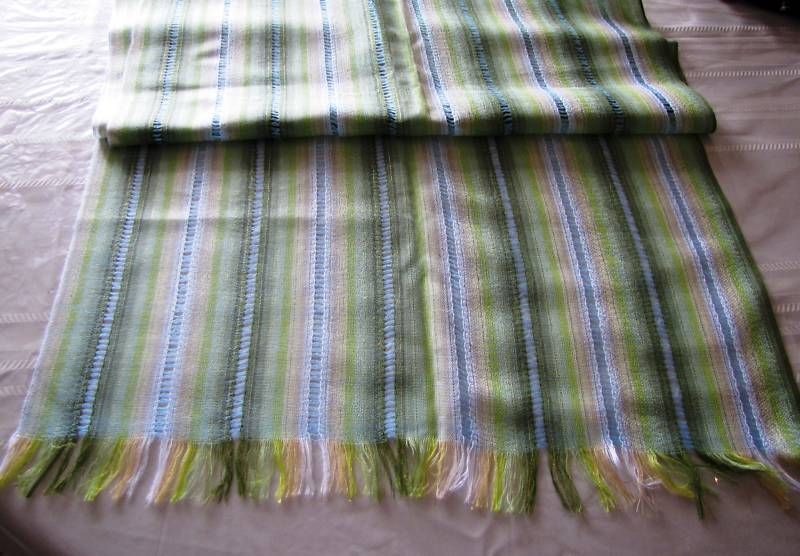 NEW HAND-MADE DELICATE SCARF/SHAWL,LATIN AMERICA,GREEN