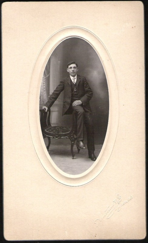 ANTIQUE CABINET CARD ELEGANT YOUNG MAN ORNATE CHAIR