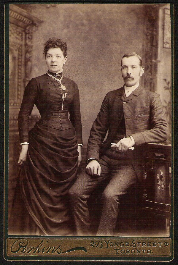 ANTIQUE CABINET CARD COUPLE ELEGANT DRESS & JEWELRY