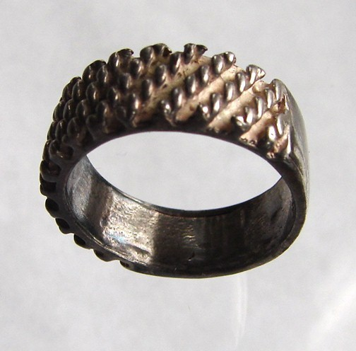 VERY UNIQUE VINTAGE STERLING SILVER RING BAND
