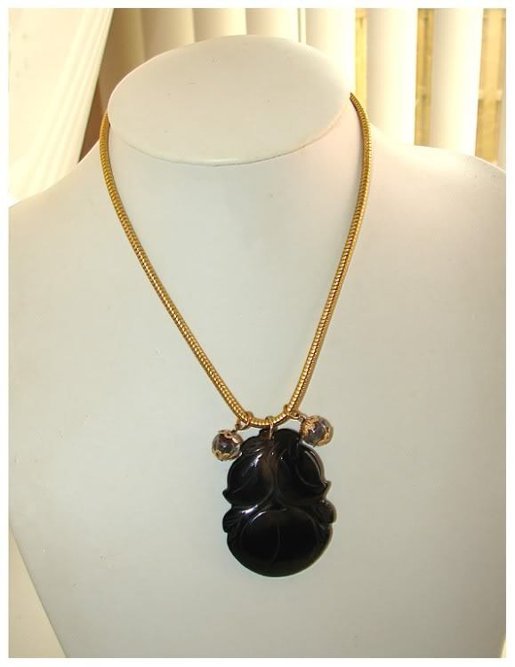 ORIENTAL CARVED FRUIT AGATE GORGEOUS NECKLACE