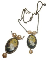 VINTAGE GORGEOUS CALLA LILY & BUTTERFLY PEARL NECKLACE  - $59.99