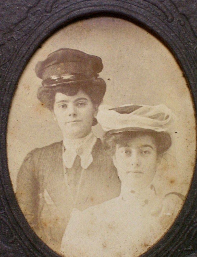 Cabinet Card Two Lovely Young Ladies w/Hats ! c.1890`s