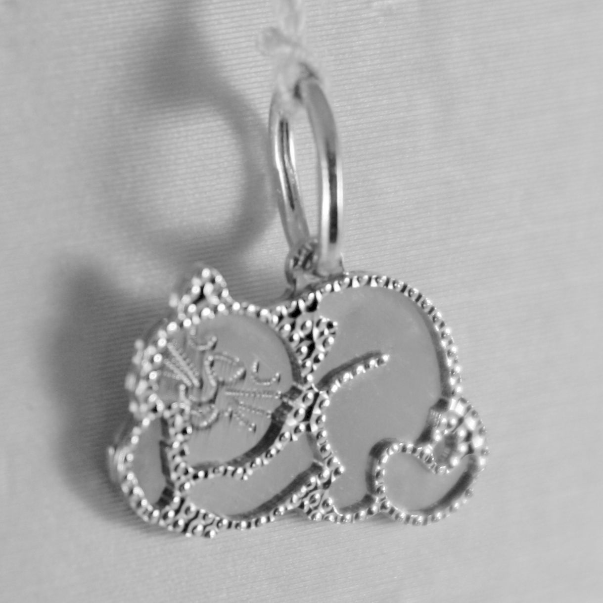 18K WHITE GOLD LITTLE CAT FLAT PENDANT FINELY WORKED, MADE IN ITALY
