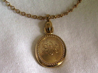 Vintage Sarah Coventry Reversible Pendant Green Gold
