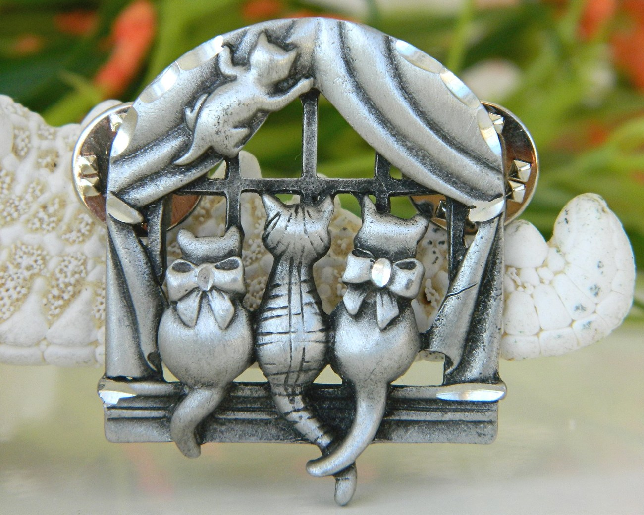Vintage cats window pin brooch pewter clutch back fasteners