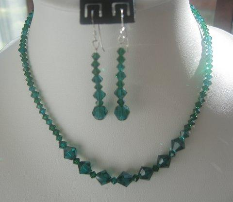 Vintage Necklace Set in Swarovski Emerald Crystals