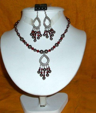 Swarovski Dark Brown Pearls Garnet Crystals Pendants Necklace Set