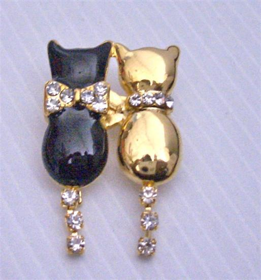 Lover Brooch Twin Cat Black & Gold with CZ Tail Dangling