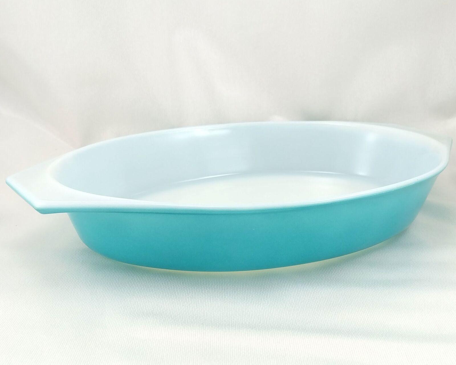 Pyrex Turquoise Oval Princess 1½ qt Casserole Dish Gold Color Scroll 945C Lid image 3