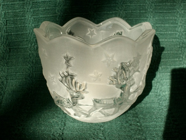 MIKASA HOLIDAY CLASSICS SANTA VOTIVE FROSTED GLASS CANDLE HOLDER - NEW!