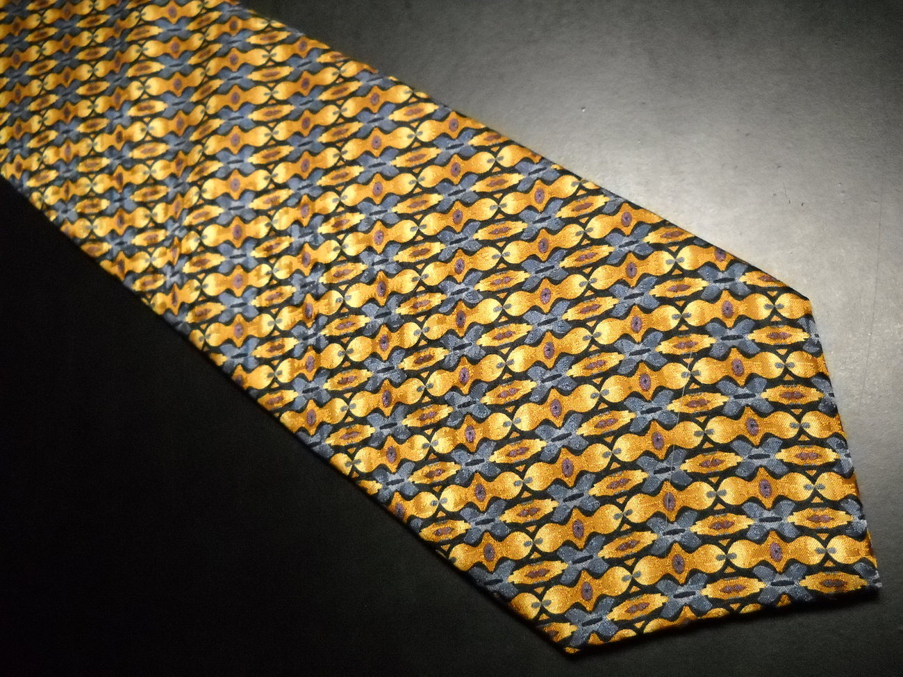 Tie artisphere charles vinson links of gold and yellow on gray 02