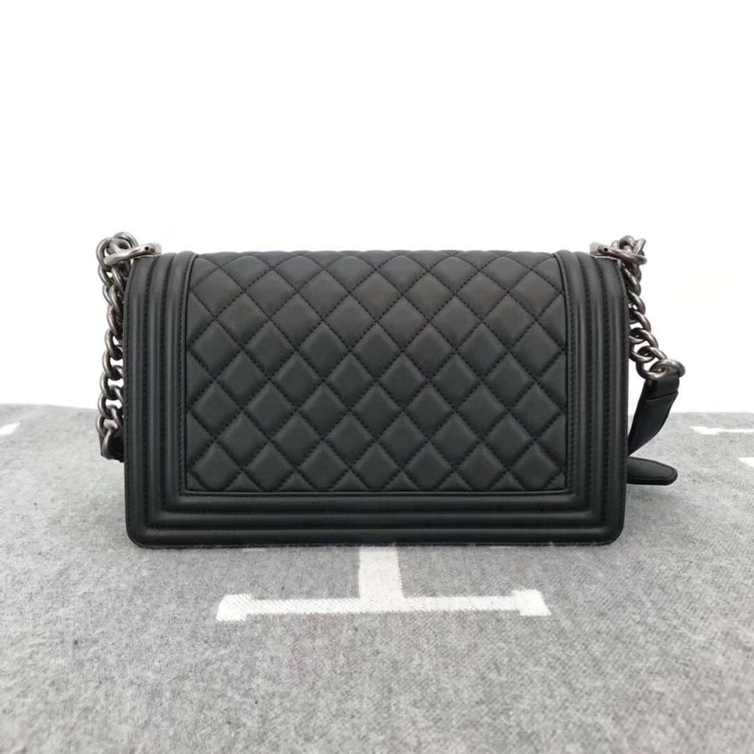 AUTHENTIC BRAND NEW CHANEL 2019 BLACK QUILTED LAMBSKIN MEDIUM BOY FLAP BAG RHW