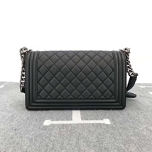 AUTHENTIC BRAND NEW CHANEL 2019 BLACK QUILTED LAMBSKIN MEDIUM BOY FLAP BAG RHW image 2