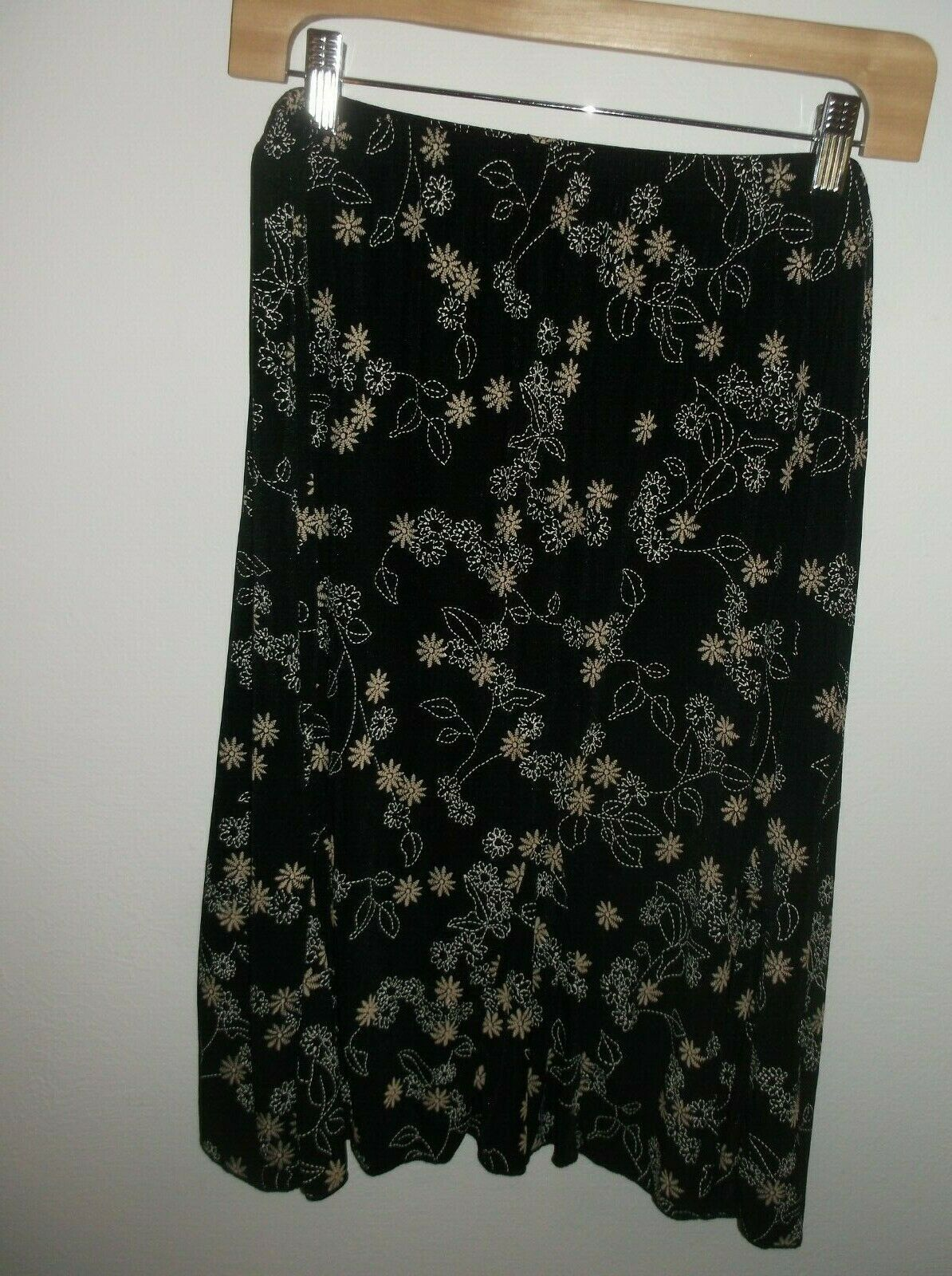 Dressbarn PXL Elastic Waist Skirt Black Background White & Tan Floral Pattern image 5