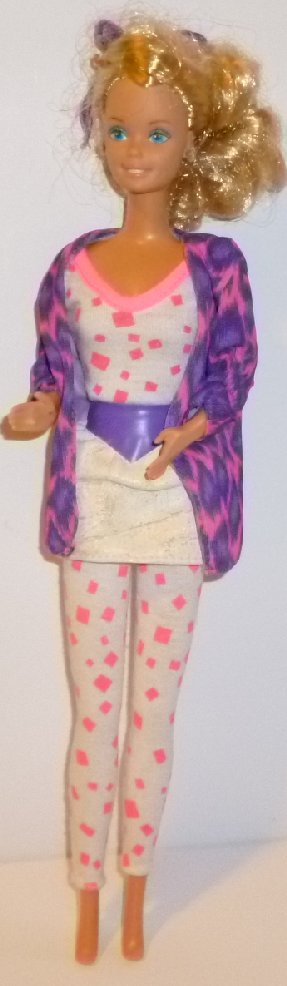 Vintage 80s BARBIE Doll blonde made in Malaysia dressed