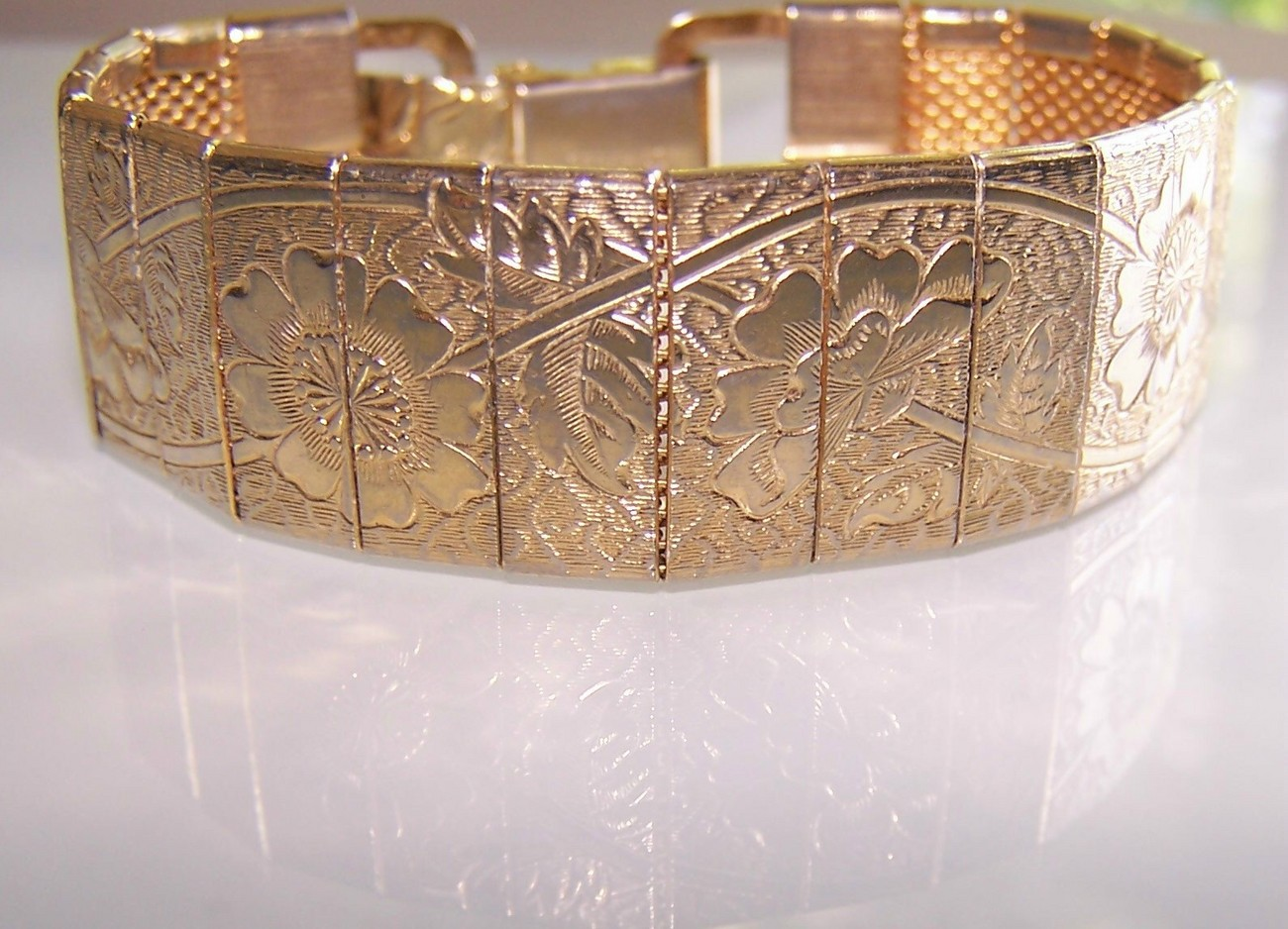 Vintage Sarah Coventry Floral Embossed Bracelet