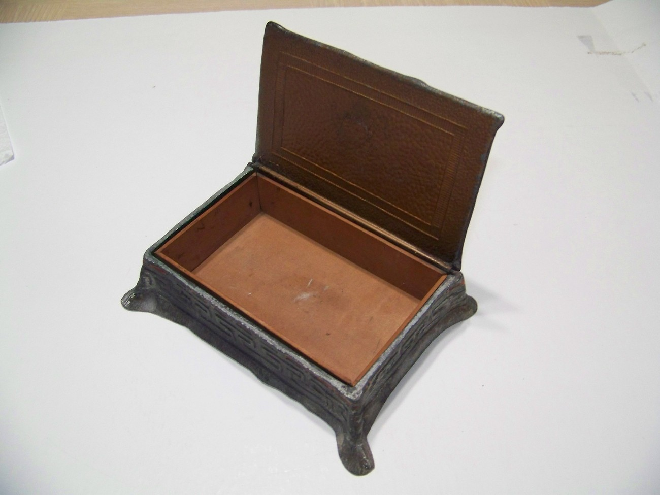 ANTIQUE BRONZE CIGARETTE BOX WITH NAKED MAIDEN ON TOP