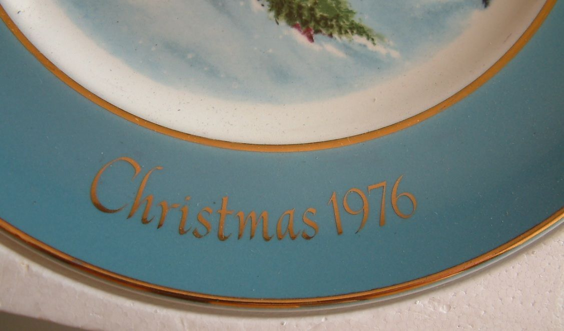 1976 Avon Collectible Christmas Plate Bringing Home the Tree