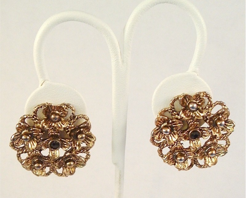 Vintage Clip On Earrings Detailed Flower Design Goldtone