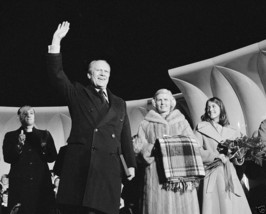 President Gerald Ford at National Christmas Tree lighting 1975 - New 8x1... - $8.81