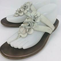 47592f99d4f Clarks Bendables Size 9 Beige Ivory Flip Flop Thong Sandal Flower Petal  65451 -  26.72