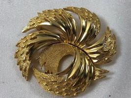VTG MID CENTURY TRIFARI GOLD TONE  PIN BROOCH - $27.72