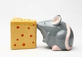 Mouse and cheese kissing magnetic salt pepper shakers thumb200